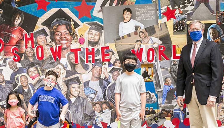 Des élèves de la Chicago Public School créent une murale pour revendiquer des changements