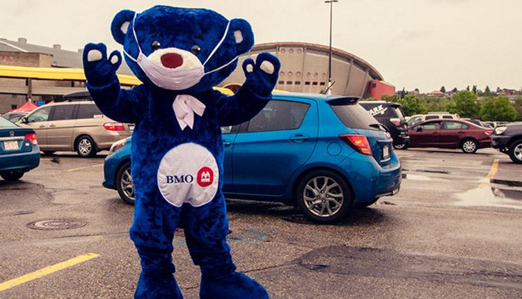 BMO et le Stampede de Calgary offrent un service de crêpes au volant