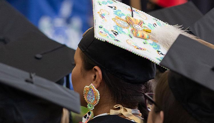 Réduire les obstacles à l'éducation pour les étudiants autochtones à l'Université Thompson-Rivers